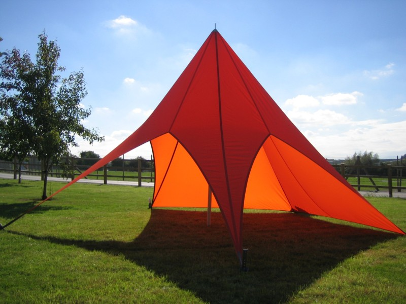 This temporary tensile structure is using a Polyester D-Tex fabric has a Oxford weave top side